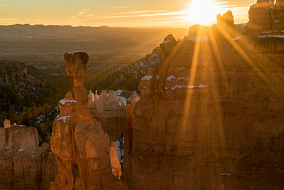 Scenic view of Bryce Canyon National Park against sky during sunrise - p1166m1415093 by Cavan Images