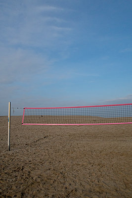 Beach volleyball - p1212m1144487 by harry + lidy