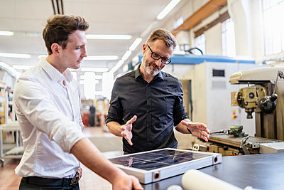 Two colleagues in factory working on solar cell - p300m2102822 by Daniel Ingold
