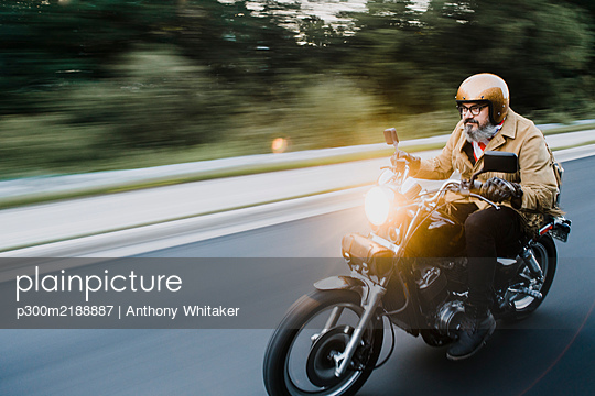 Portrait of man riding motorbike - p300m2188887 by Anthony Whitaker