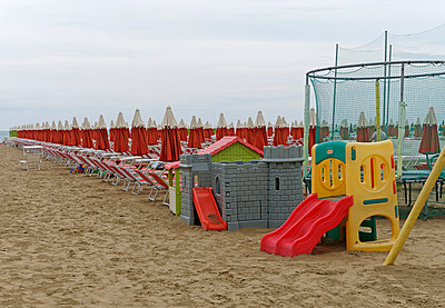 Toys at the beach - p564m1056230 by Dona