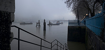 River Thames, London. In fog. - p8550415 by Richard Bryant