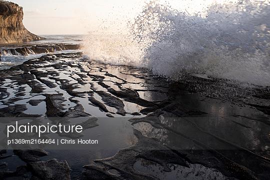 Large wave at Muriwai  - p1369m2164464 by Chris Hooton