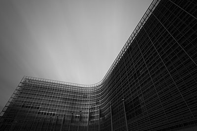 Black and white image of the Berlaymont office of the European Commission, Brussels, Belgium - p429m942936 by Alex Holland