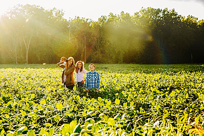 Caucasian family standing in crop field on farm - p555m1413891 by Inti St Clair