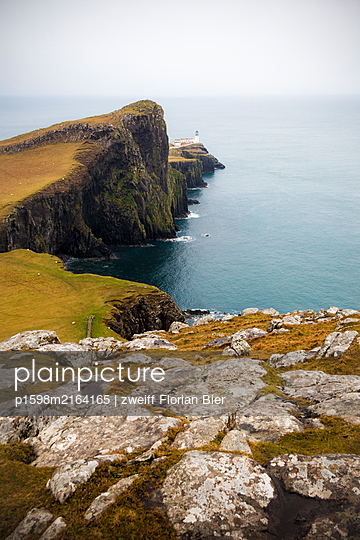 Steep coast with lighthouse in the background, Scotland - p1598m2164165 by zweiff Florian Bier