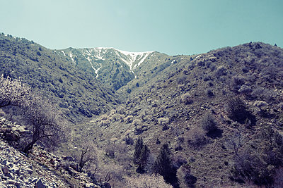 Barren country landscape - p1189m2176192 by Adnan Arnaout