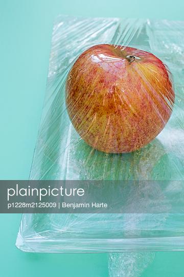 Plastic packaging - p1228m2125009 by Benjamin Harte