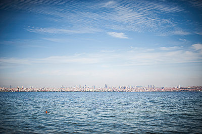 Istanbul - p1007m886861 by Tilby Vattard