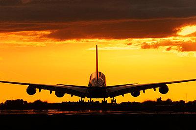 p1048m812463 von Aviation