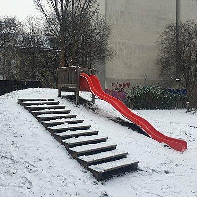 Austria, Vienna, Playground in winter - p1401m2233719 by Jens Goldbeck