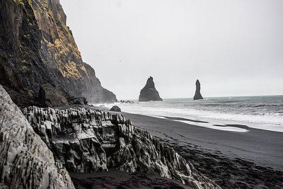 Black sand on volcanic beach, Vik, Iceland - p924m1139422 by Rosanna U