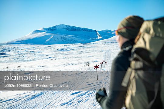 p352m1099932f von Pontus Charleville