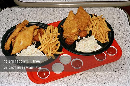 Potato chips - p912m771515 by Martin Parr