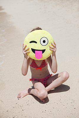 Spaß mit Emoji-Kopf - p045m1564876 von Jasmin Sander