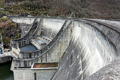 Dordogne dam - p248m1004098 by BY