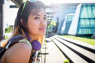 Portrait of pensive Chinese woman with headphones - p555m1301977 by Take A Pix Media