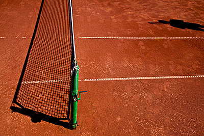 Shadow of the tennis player and net on a tennis clay court - p1025m788488f by Mujo Korach
