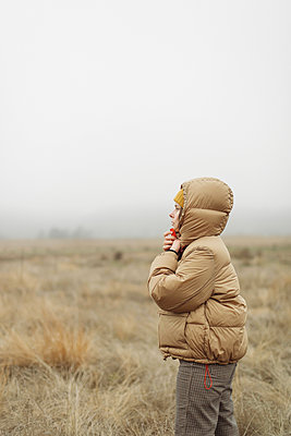 Outdoor portrait of a young woman. - p1166m2162704 by Cavan Images