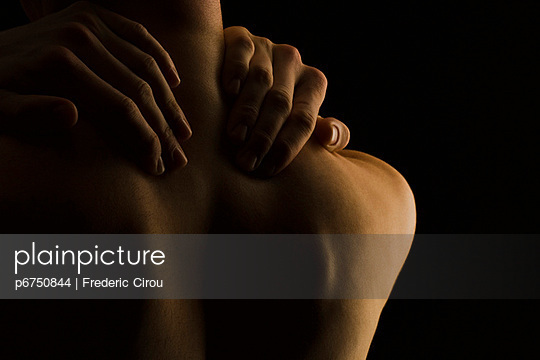 Man massaging his neck, rear view - p6750844 by Frederic Cirou