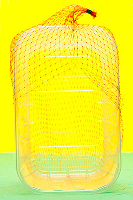 Net over plastic tray - p265m1200874 by Oote Boe