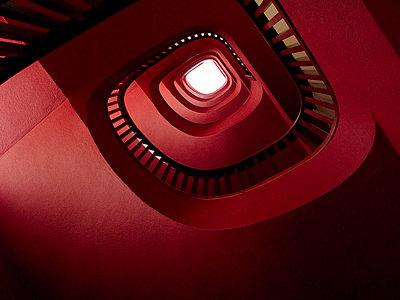 Rote Wendeltreppe - p8870026 von Christian Kuhn