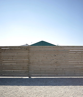 Shelter - p9111517 by Gaëtan Rossier