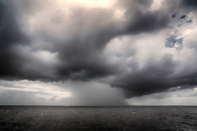 Sturm über dem Meer - p1154m1462023 von Tom Hogan