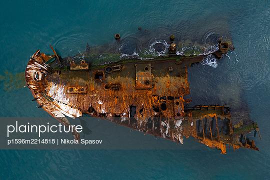 Schiffswrack im Meer - p1596m2214818 von Nikola Spasov