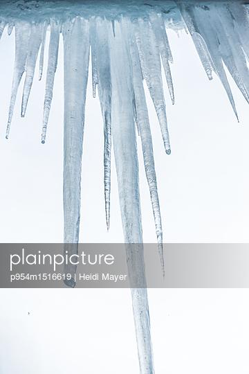 Eiszapfen - p954m1516619 von Heidi Mayer