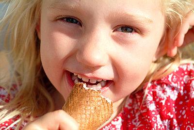 Mädchen mit Eis - p0670519d von Thomas Grimm
