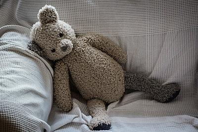 Teddy bear on sofa - p1418m1571859 by Jan Håkan Dahlström