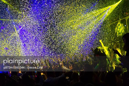Festival mit Lasershow - p972m1160344 von Sesse Lind