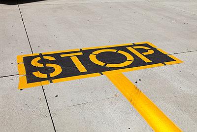 Stop - p0420360 von Mathew Bauer