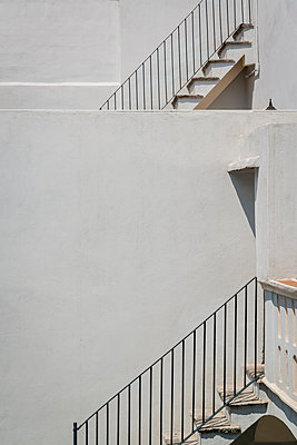 Whitewashed house in Mexico - p1170m1584920 by Bjanka Kadic