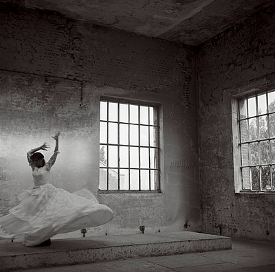 Bride dancing - p994m716261 by Philip BERNARD