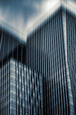 Wolkenkratzer - p1684m2291995 von Klaus Ohlenschlaeger
