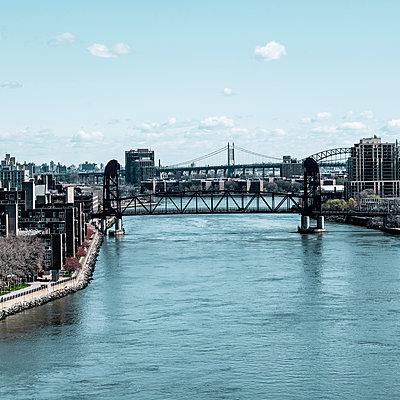Queensboro Bridge, New York City, USA - p758m2181753 by L. Ajtay