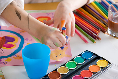 Child in art class - p9248718f by Image Source