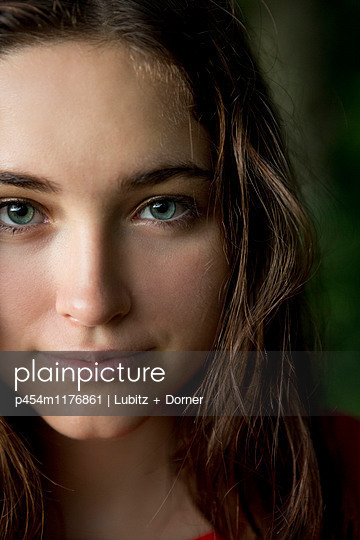 Pretty girl - p454m1176861 by Lubitz + Dorner