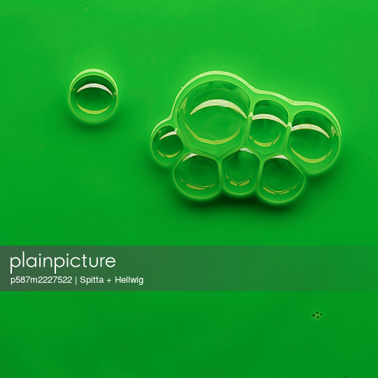 Bubbles on green - p587m2227522 by Spitta + Hellwig