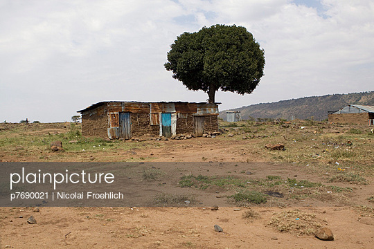 Village in Kenia - p7690021 by Nicolai Froehlich