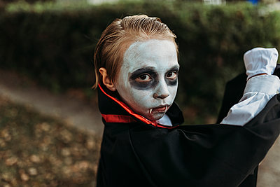 Close up of young boy dressed in Dracula costume on Halloween - p1166m2208406 by Cavan Images