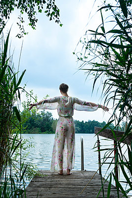 Woman by the lake - p427m2109560 by Ralf Mohr