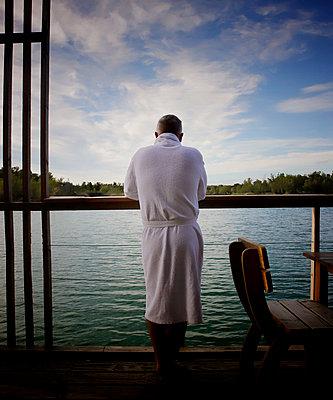 Man in bathrobe on the terrace - p1105m2291240 by Virginie Plauchut