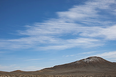 mountain and sky at the edge of the desert - p1291m1548125 by Marcus Bastel