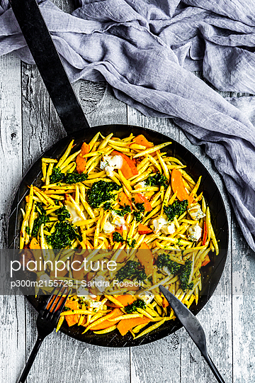 Pan of Germanschupfnudelwith pumpkin, kale and Gorgonzola cheese - p300m2155725 by Sandra Roesch