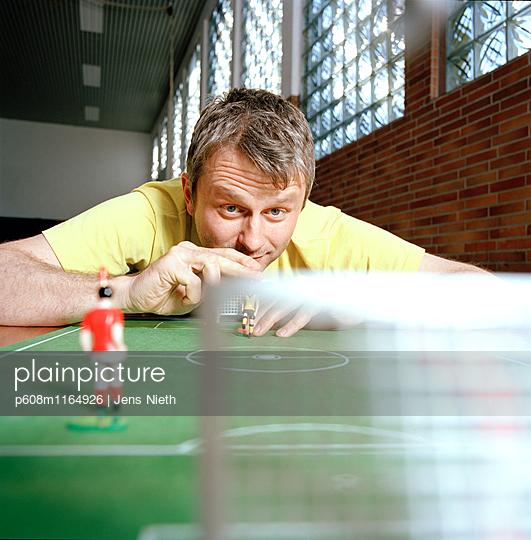 Tipp Kick - p608m1164926 von Jens Nieth