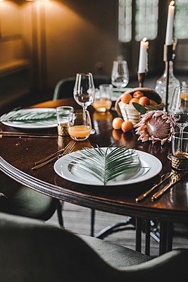 Layed table - p680m2176468 by Stella Mai