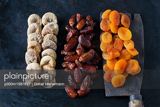 plainpicture - plainpicture p300m1587877 - Dried fruits - plainpicture/Westend61/Dieter Heinemann